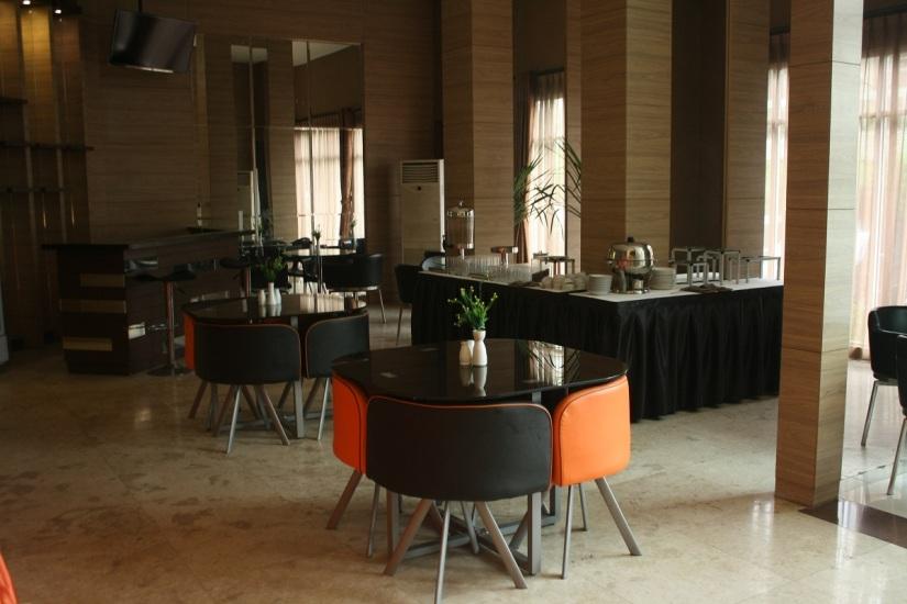 Ruang makan Gloria Suites, Jakarta