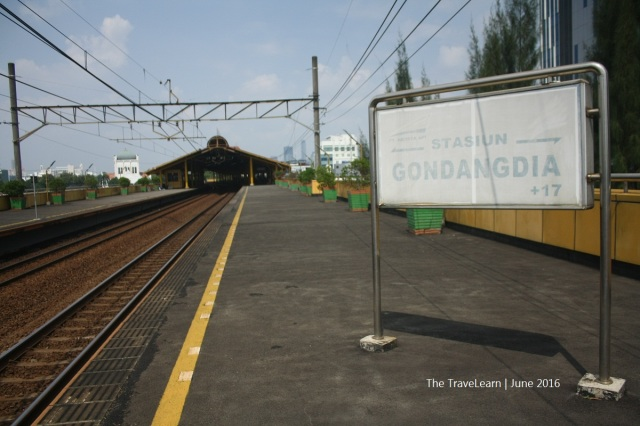The elevated track at Gondangdia Station