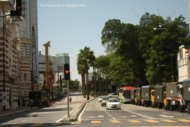 Jalan raya dan bangunan-bangunan tua di kawasan Sungai Klang, Kuala Lumpur