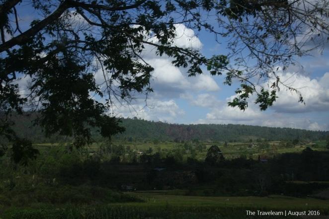 Bentangan pegunungan sepanjang perjalanan menuju Parapat, Simalungun