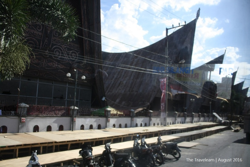 Melalui Pasar Onan Balerong, Balige