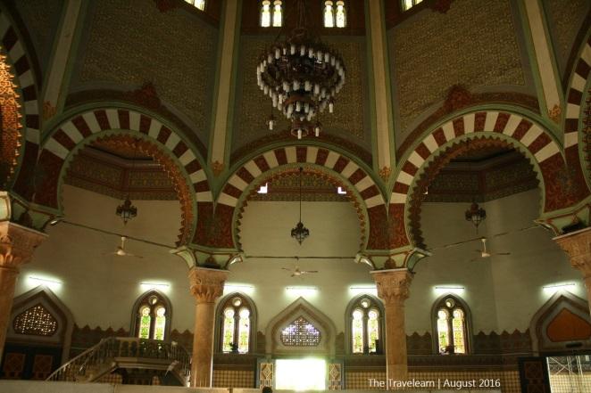 Uniknya, Masjid Raya Medan ini berbentuk segi delapan dengan sayap di keempat arah