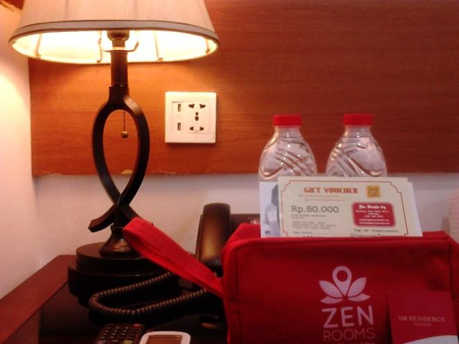 Udah dapet kamar murah dan nyaman, eh dikasih toiletries bag dan voucher makan dari Zen Rooms!