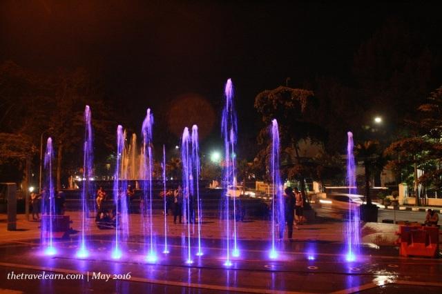 Kalau pas jalan-jalan di kawasan Braga, Bandung, bisa melipir ke Taman Vanda ini