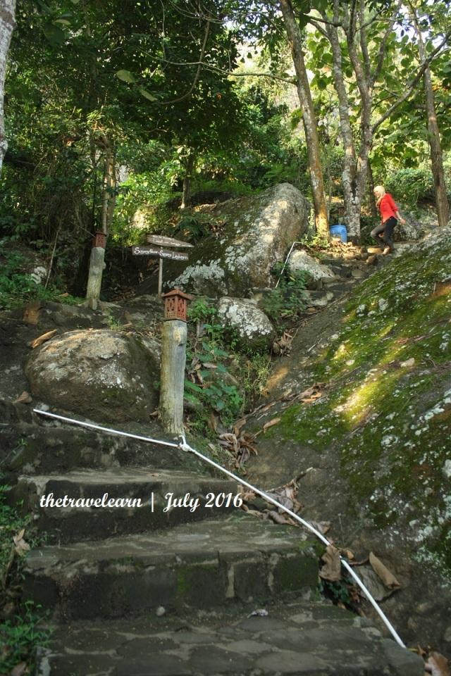 Jalur pendakian Gunung Purba Nglanggeran