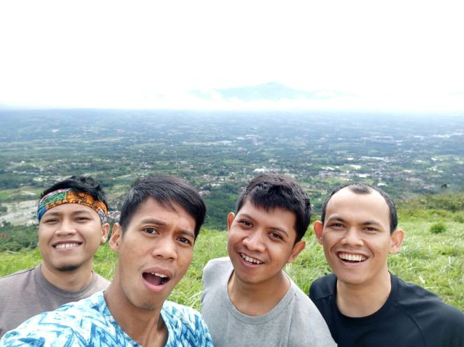 Nico, Hery, Nugi, dan Jabbar di Bukit Alesano