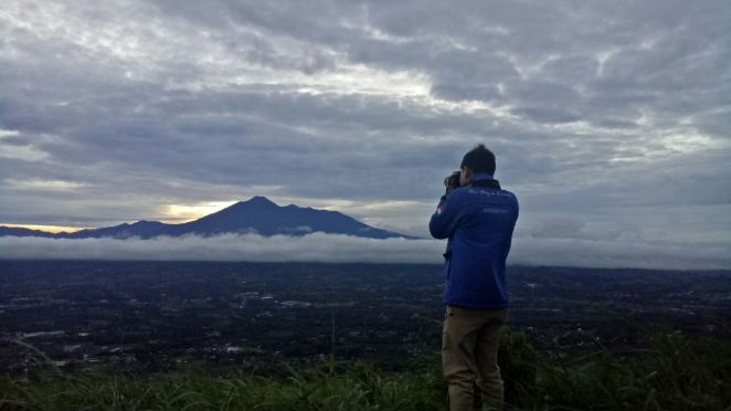 Mengabadikan sang Gunung Gede (difoto diam-diam oleh Jabbar)