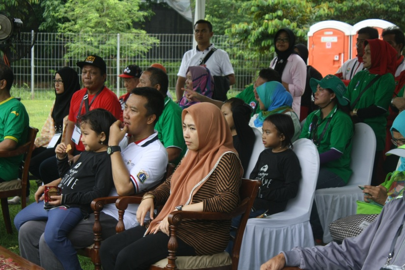 Menpora beserta keluarga menyaksikan pesta olahraga tradisional