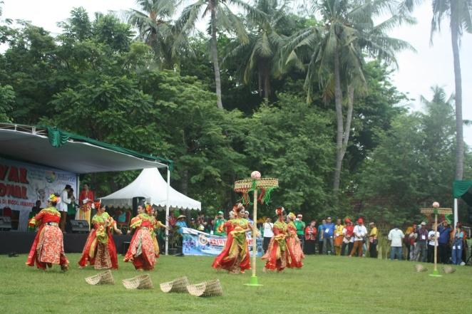 Penampilan pembuka Pesta Olahraga Tradisional dari Jakarta