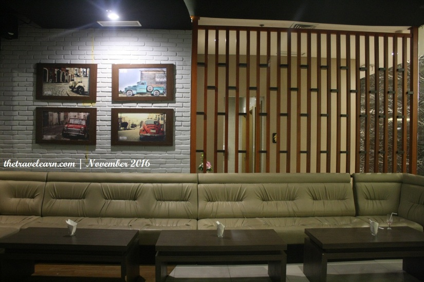 Salah satu Seating Area di Street Cafe Grand Tjokro