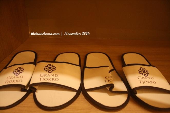 sandal hotel Grand Tjokro Bandung