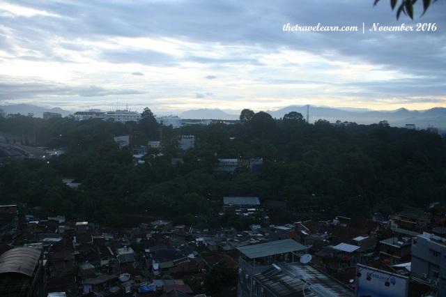 Pemandangan Bandung pagi hari dari Rooftop Grand Tjokro