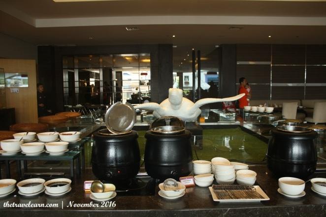 Meja menu di Hotel Grand Tjokro Bandung