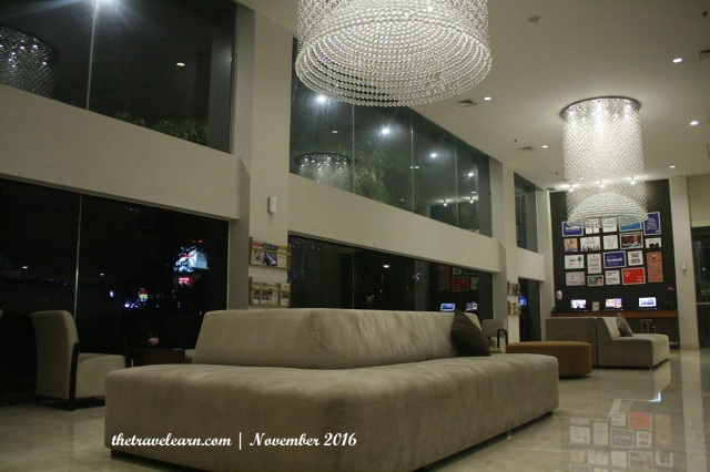 Seating Area di North Tower Hotel Grand Tjokro Bandung