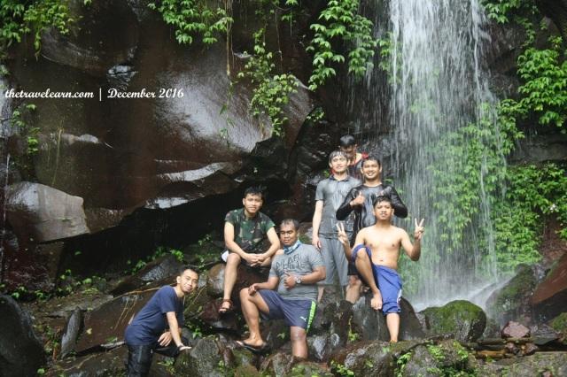In frame: Nando, Nico, mas Seno, gue, Wily (atas kiri), bang Olel (atas kanan)