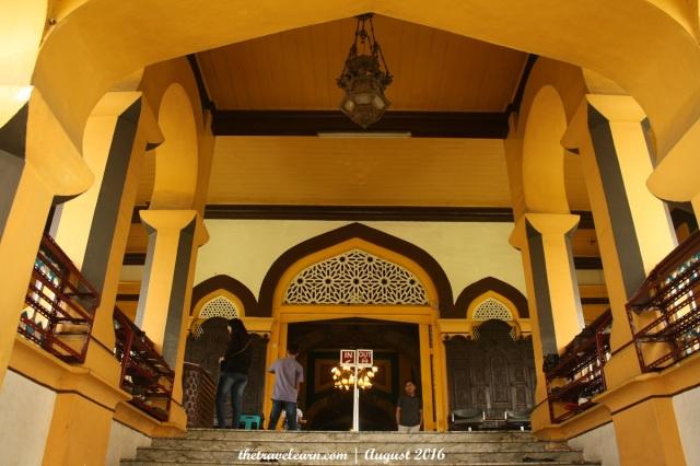 Memasuki Bangunan Utama Istana Maimun, Medan