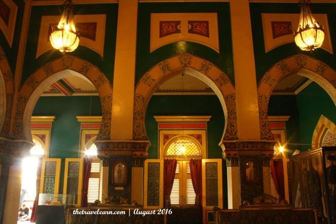 Lengkungan Istana Maimun yang Khas Timur Tengah