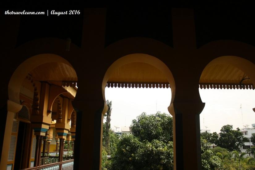 Lengkungan di Balkon dan Lorong Istana Maimun