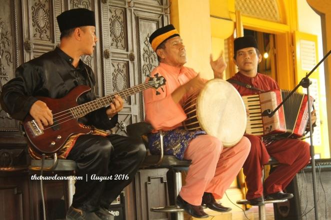 Pertunjukkan Musik Melayu di Istana Maimun