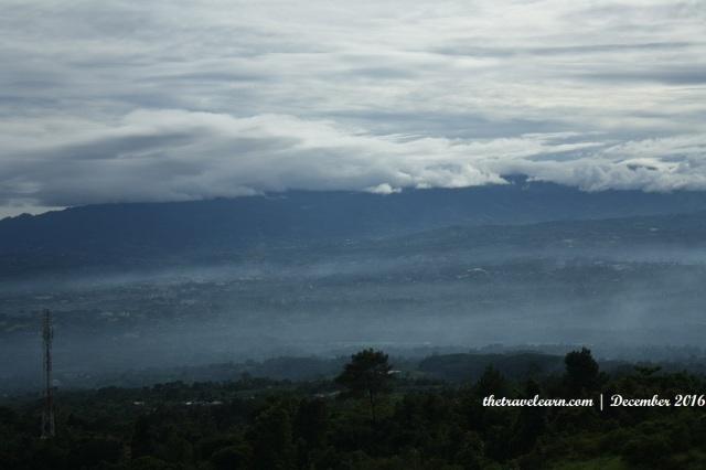 Kabut dan Awan yang Menyempurnakan Lukisan Alam