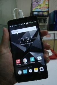 Infinix Hot 3 LTE tampak depan
