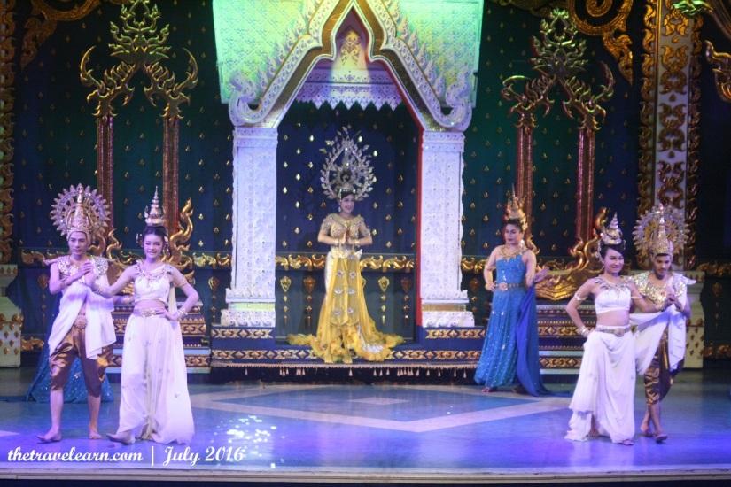 blog-mambo-cabaret-show-bangkok-ladyboy-thailand-3