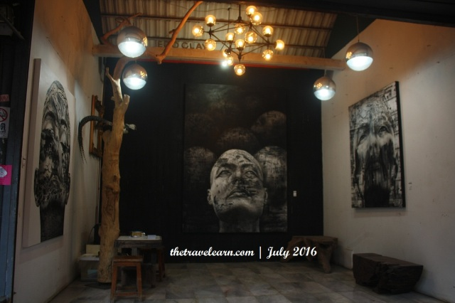 Salah satu lapak pelukis di Chatuchak Weekend Market