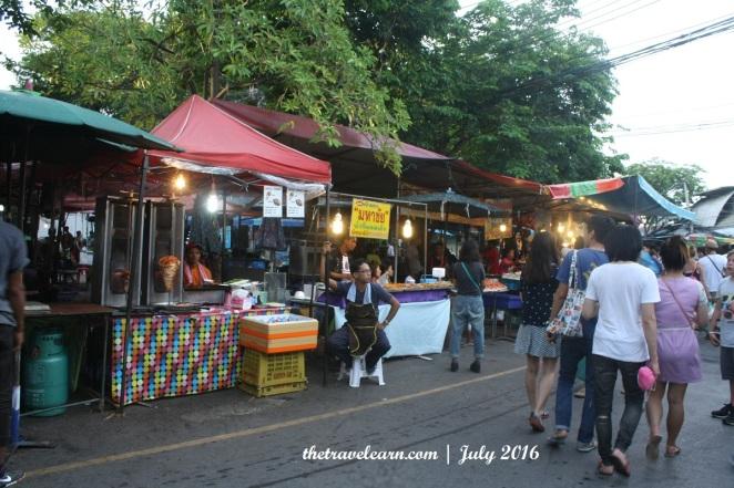 Chatuchak Weekend Market jelang petang